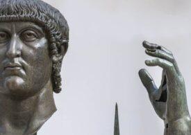 Statuia gigant din bronz a împăratului Constantin de la Roma şi-a regăsit degetul arătător