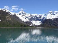 Ce este pirateria fluvială şi cum schimbă topirea gheţarilor viaţa unor întregi comunităţi