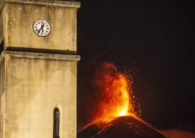 Vulcanii Etna și Stromboli din Italia au erupt simultan miercuri