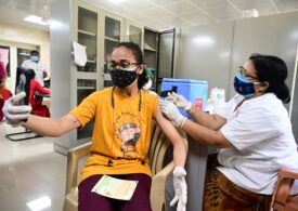 Campania de vaccinare online: Brandurile și tinerii își folosesc influența, chiar și pe TikTok