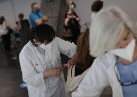 Cazuri de inflamații cardiace în rândul tinerilor vaccinați anti-COVID sunt analizate în SUA