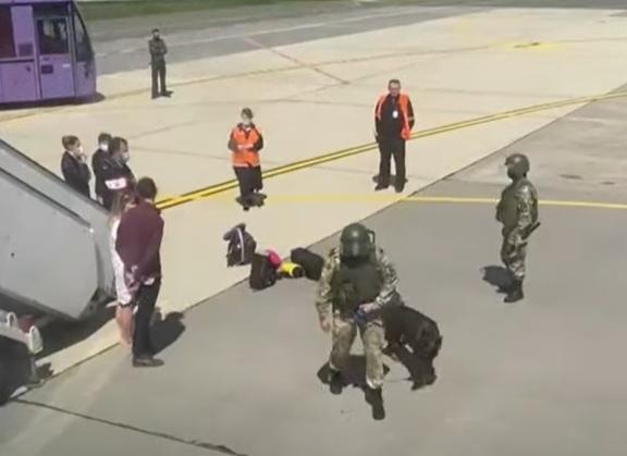 Avion deturnat la Minsk: Pasagerii povestesc ce a făcut jurnalistul Roman Protasevici înainte de a fi arestat