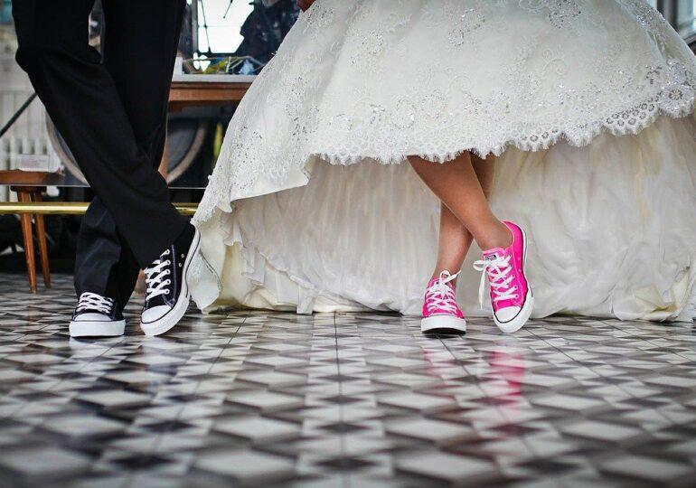 Noi măsuri de relaxare de la 1 august: Crește numărul celor care pot participa la nunți și botezuri, liber în cluburi doar pentru vaccinați