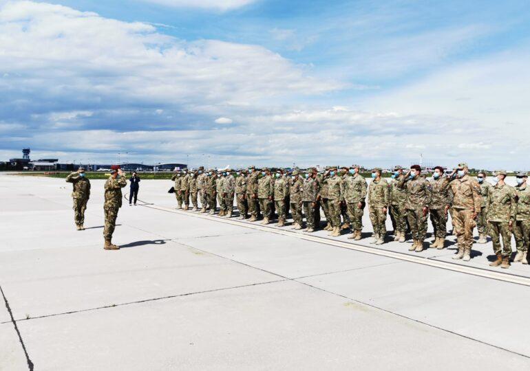 Primii militari români s-au întors din Afganistan. Bilanțul unei misiuni de aproape 20 de ani