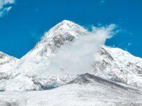 Un american şi un elveţian au murit pe Everest, iar cadavrele vor rămâne acolo