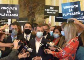 """Parlamentul a decis să nu facă anchetă privind raportările din pandemie - <span style=""""color:#ff0000;font-size:100%;"""">UPDATE</span> PSD protestase la ușa lui Orban: Nu ascundeţi morţii! (Video)"""