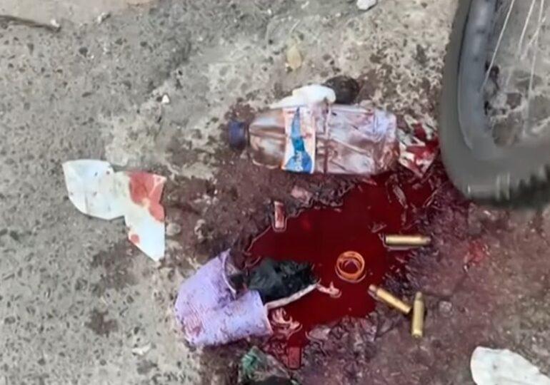 Scene de groază pe străzile din Rio, unde au murit 25 de oameni, inclusiv un poliţist: cadavre întinse pe trotuar, în bălţi de sânge (Video)