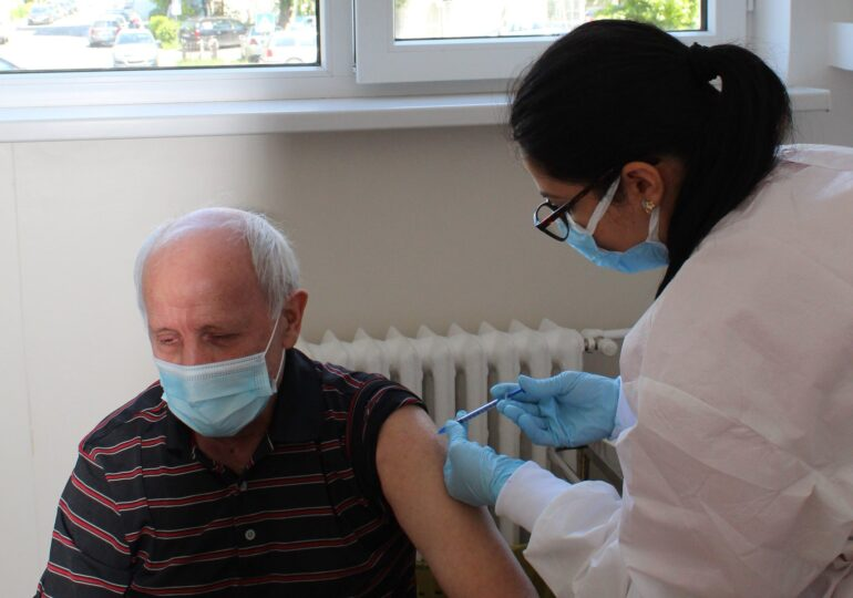 Inflamații cardiace după vaccinarea anti-COVID. Care sunt simptomele, ce trebuie făcut dacă apar și cât de rare sunt cazurile (Document)