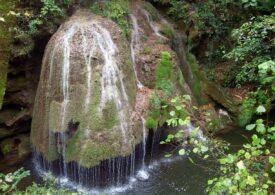 Imagini noi de la cascada Bigăr realizate cu o dronă. Romsilva: Nu micșorarea debitului ar fi dus la prăbușire (Video)