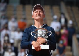 Barbora Krejcikova i-a dedicat cu lacrimi în ochi trofeul de la Roland Garros Janei Nowotna