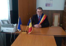Un fost primar din Prahova condamnat pentru pornografie infantilă candidează iar