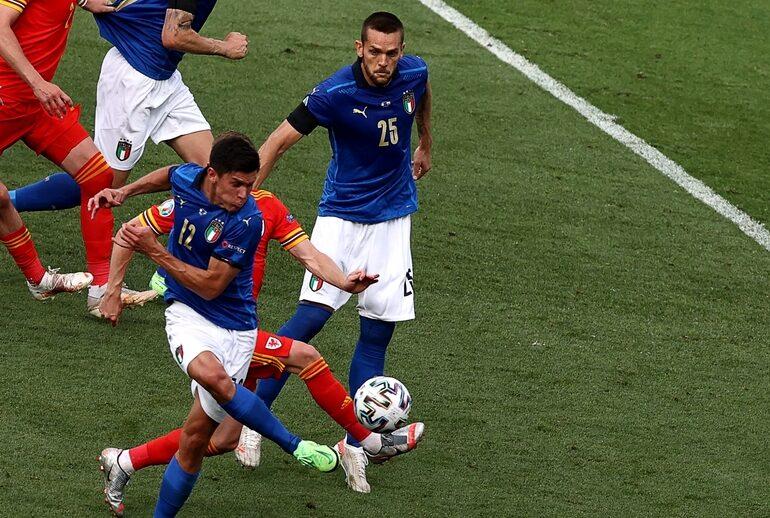EURO 2020: Italia se califică en-fanfare în optimile de finală