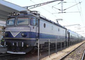 Încă o locomotivă a luat foc azi. În tren se aflau aproximativ 60 de călători