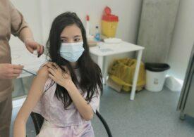 De azi, copiii peste 12 ani se pot programa pentru vaccinare antiCovid cu serul Moderna