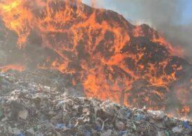 """Incendiu la groapa de gunoi a Sighișoarei <span style=""""color:#ff0000;font-size:100%;"""">UPDATE</span> Șeful Gărzii de Mediu: Suntem la mila vântului, din păcate"""
