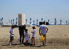 Patru maşini de gunoi şi deşeuri, adunate într-o singură zi de pe plaje de către voluntari