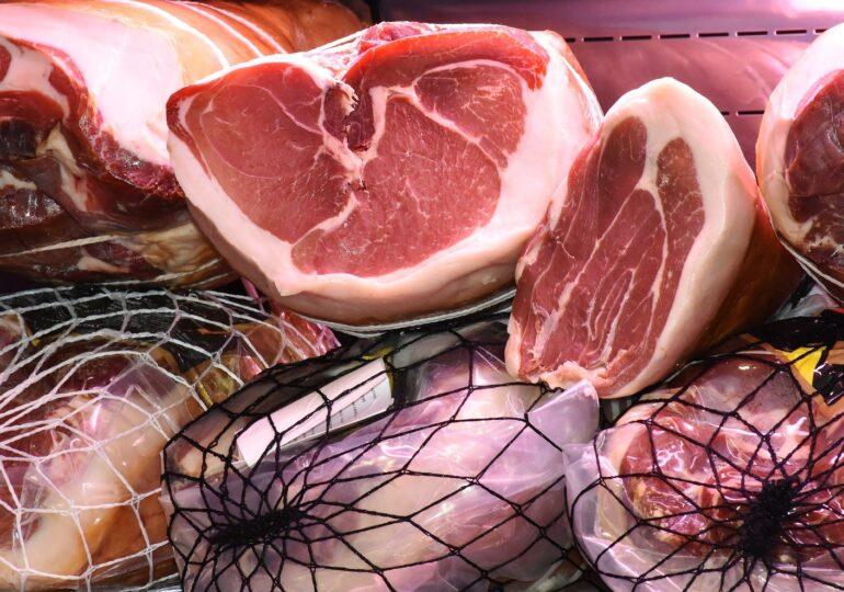 Carnea se scumpeşte cu minimum 25%, avertizează crescătorii de porci