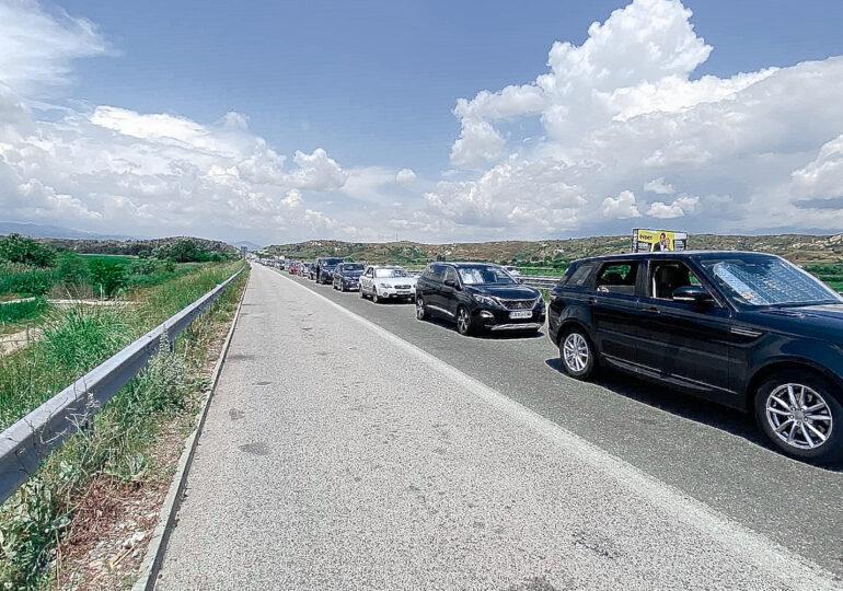 Cozi uriașe de sute de mașini la intrarea în Grecia. Se pare că vina e a turiștilor români (Foto)