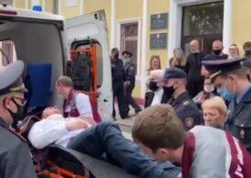 Un opozant belarus, Stepan Latypov, s-a înjunghiat în gât, în cuşca acuzaţilor, în timpul unui proces (Video)