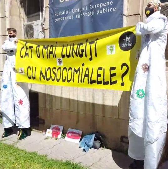 Protest pe picioroange în faţa Ministerului Sănătăţii: Cât o mai lungiţi cu nosocomialele? Ioana Mihăilă promite că ia măsuri (Video)