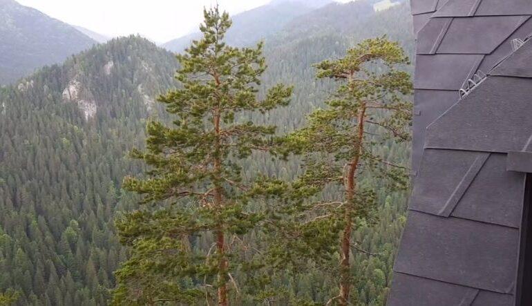 Două refugii montane panoramice au fost amplasate, în premieră, în România (Video)