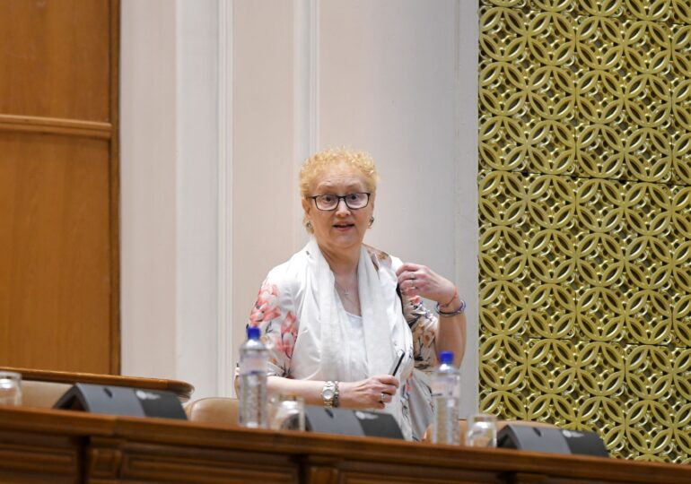 Renate Weber e împinsă spre ușă, dar mai stă un pic: Cu ce argumente vor PNL și USR să o revoce din funcția de Avocat al Poporului