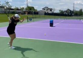 Simona Halep a revenit pe terenul de tenis