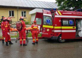 Un apartament din Focșani a sărit în aer de la o butelie:  Salvatorii au găsit un rănit, cu traumatism cranian şi arsuri de gradul II