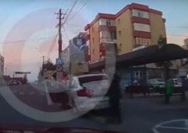 Șofer urmărit și amendat de polițiști după ce i-a criticat pentru felul neregulamentar în care staționau cu mașina (Video)