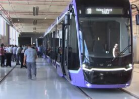 Timişoara a primit primul tramvai din lotul de 21 cumpărate din Turcia pe bani europeni: La miezul nopții încep manevrele (Video)