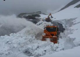 Zăpadă de 8 metri pe Transfăgărășan, la jumătatea lui iunie (Video)