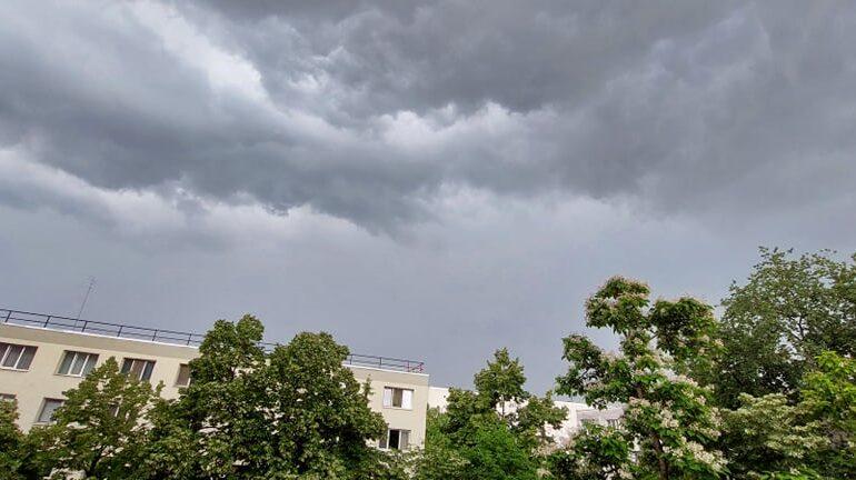 Bucureștenii au primit o nouă alertă de vreme periculoasă. Deja era rupere de nori în mai multe zone (Video)