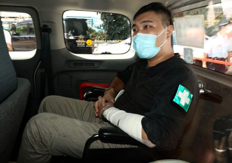 """Primul condamnat din Hong Kong în baza legii impuse de China: Un ospătar de 24 de ani va sta 9 ani în închisoare pentru """"terorism"""" (Video)"""