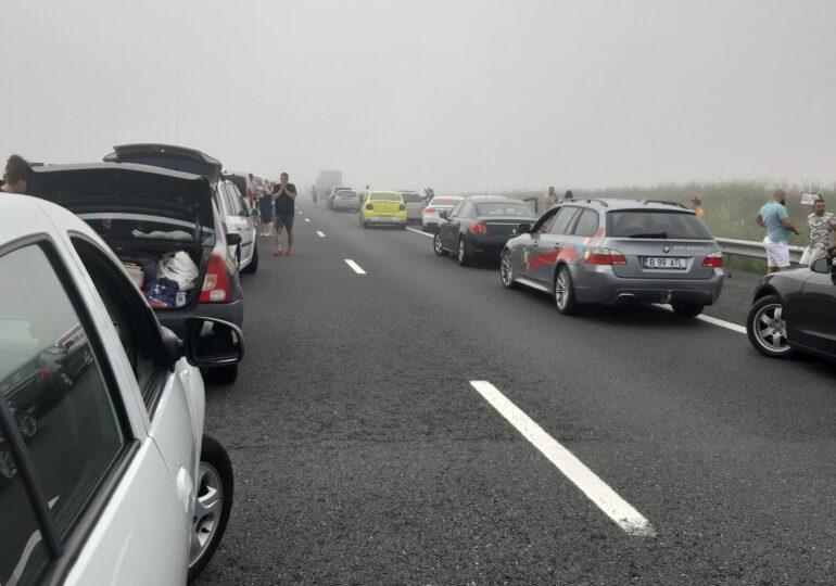 Accident cu 52 de maşini pe Autostrada Soarelui. 22 persoane au fost rănite (Foto)