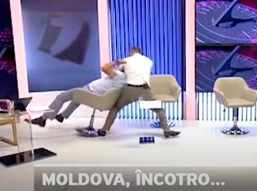 Bătaie în direct între doi politicieni moldoveni, cu pumni, strâns de gât și înjurături (Video)