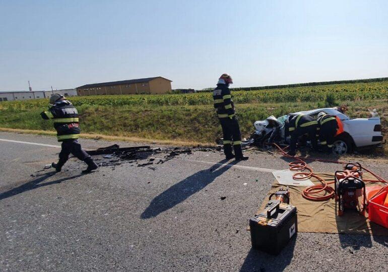 Accident grav în Bihor: Două persoane, printre care şi un minor, au murit, iar alte cinci au fost rănite