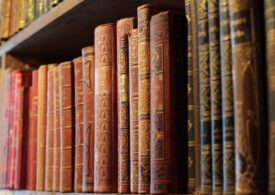 O carte dispărută de o jumătate de secol a reapărut la o bibliotecă din Scoția, alături de o scrisoare și o sumă de bani