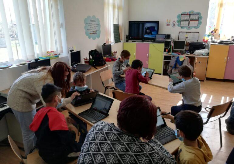 """România e în top 3 țări europene cu cele mai puține zile de școală: 175-180-185 este """"linia roșie"""" pe care o propune senatorul Ștefan Pălărie – <span style=""""color:#ff0000;font-size:100%;"""">Interviu</span>"""
