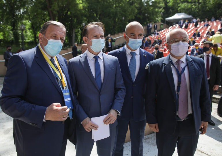 Un primar din Suceava acuză că Flutur îi ia la Congres doar pe susţinătorii lui Cîțu: Festivalul dictaturii