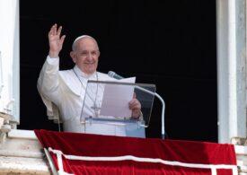 Papa Francisc rămâne internat, după operație, dar va rosti rugăciunea de duminică de la etajul 10 al spitalului
