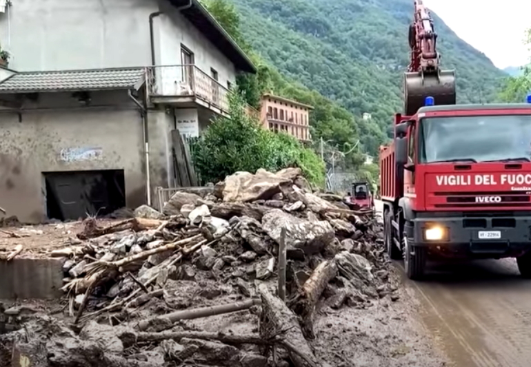 Furtunile puternice au făcut ravagii în nordul Italiei, provocând alunecări de teren şi inundaţii (Video)