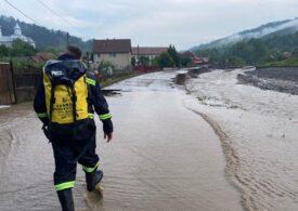 Cîţu s-a dus în zonele inundate din Alba şi a promis ajutoare rapide
