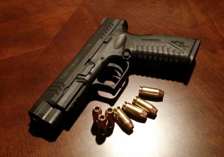 Tânărul găsit împuşcat în gât la Roman s-a sinucis cu propria armă şi nimeni nu ştie de ce