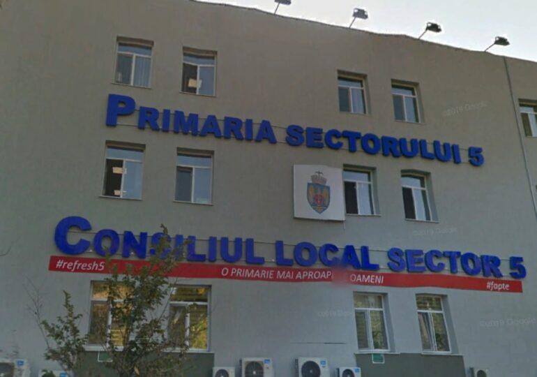 În plin sezon, Primăria Sectorului 5 își trimite angajații la cursuri la Mamaia, în Deltă și la  Poiana Brașov. Zeci de mii de euro se duc pe cazarea la hoteluri de lux
