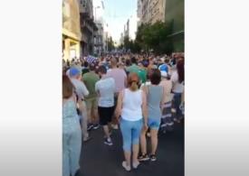 Un protest anti-vaccinare obligatorie din Grecia s-a lăsat cu 25 de arestări