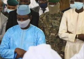 Tentativă de asasinat împotriva președintelui din Mali, în timp ce se ruga la moschee (Video)