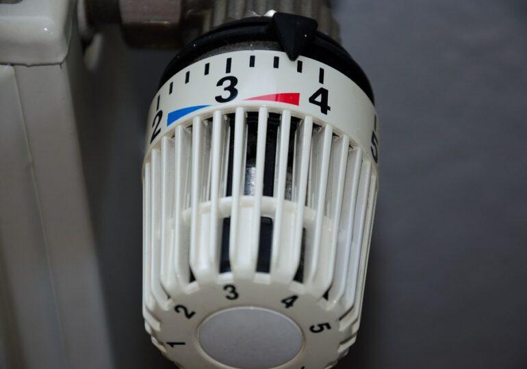N-ai repartitoare la calorifere, eşti pasibil de amendă! Cât costă montarea, câţi români nu au și ce șanse sunt chiar să fie sancţionați