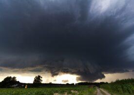 Nou cod portocaliu de furtuni pentru jumătate din țară