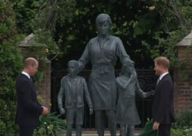 William şi Harry au dezvelit statuia-omagiu închinată prinţesei Diana (Video)