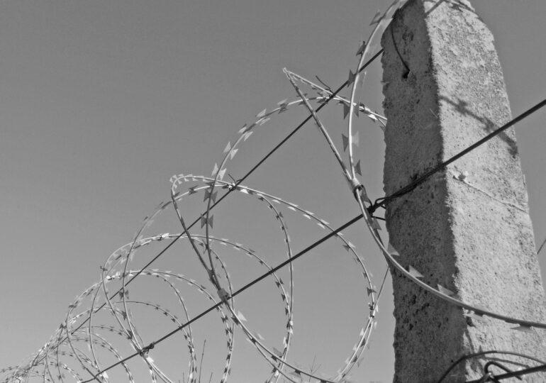 Polonia vrea să construiască un gard permanent la frontiera cu Belarus, împotriva migranților